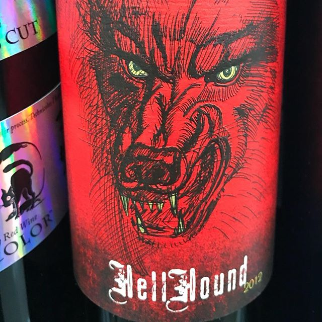 Day 28 of 31 Days of Halloween wine labels. . This Red brings out the Hell Hound. Check out those fangs. ⠀⠀⠀ #halloween #halloweenwine #halloweenwinelabels #holidaywine #winelabel #winelabels #winebottle #winebottles #wine #wine #wines #winelife #wineoclock #winepic #winetime #winelover #winestagram #winegram #wineplease #winepics #wineday #instawine