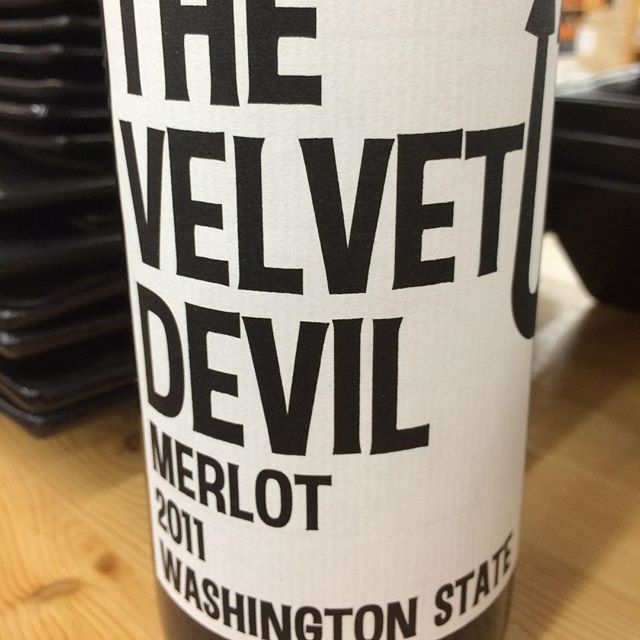 Day 25 of 31 Days of Halloween wine labels. The Velvet Devil shows up with a merlot from Washington State. ⠀⠀⠀ #halloween #halloweenwine #halloweenwinelabels
